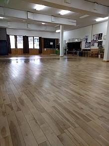 ゴルフ練習場には工房もあります。 スタジオは18m×10mの広さでレンタルスペースとしてご利用頂けます。